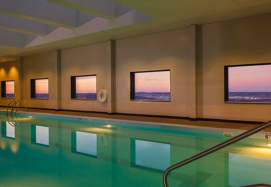 Attractive Kansas City Marriott Downtown: Indoor Pool