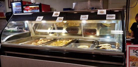 Salonikas: Hot food counter