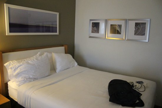 Holiday Inn Express Hotel & Suites New Orleans Airport South: Bed