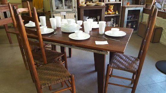 Waldron, AR : Hand Crafted Table w/ bench from relcaimed barn lumber and 3 straight back chairs