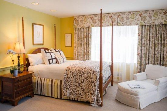 Warrenton, VA: King Guestroom