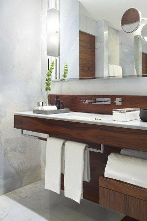 Las Alcobas: Bathroom Sink