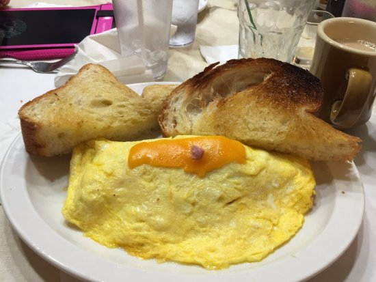 Minocqua, WI: Ham and cheese omelette - with homemade bread toast