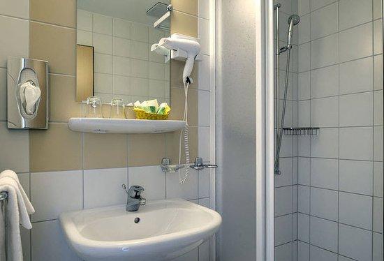 La Tour-de-Peilz, Swiss: Bathroom