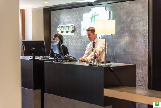 Holiday Inn Cannes : our friendly staff will take good care of you