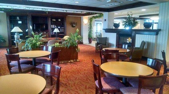 Woonsocket, RI: Breakfast Area