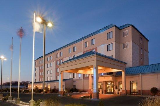 Woonsocket, RI: Hotel Exterior