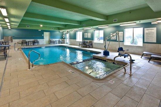 Holiday Inn Express & Suites Manhattan: Swimming Pool