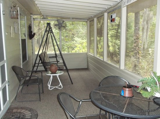 Uncertain, Техас: Screened porch