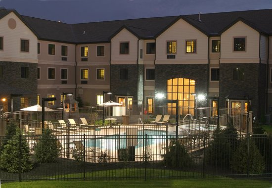 Independence, MO: Outdoor Heated Saltwater Pool & Spa