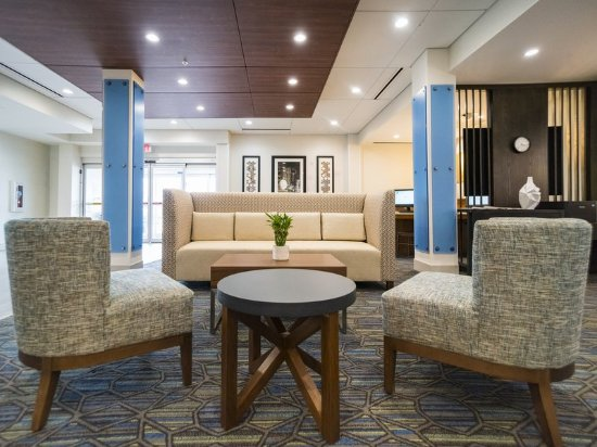 Holiday Inn Express & Suites Southaven Hotel Lobby
