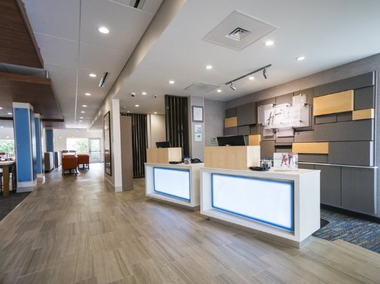 Holiday Inn Express & Suites Southaven - Front Desk