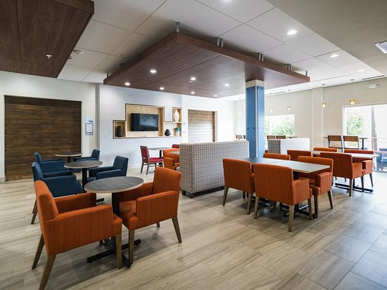 Holiday Inn Express & Suites Southaven Breakfast area