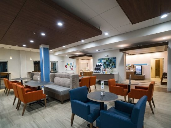 Holiday Inn Express & Suites Southaven - Breakfast area