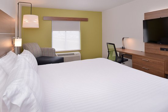 Holiday Inn Express & Suites Parkersburg - Mineral Wells: King Bed Guest Room