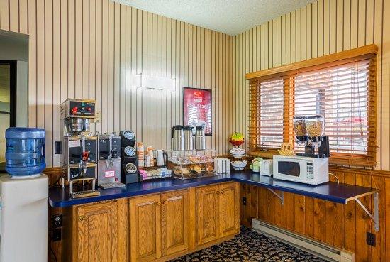 Waupaca, WI: Breakfast Area