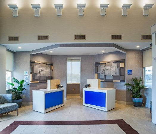 Holiday Inn Express Nags Head Oceanfront: Easy check-in process available as soon as you enter the hotel.