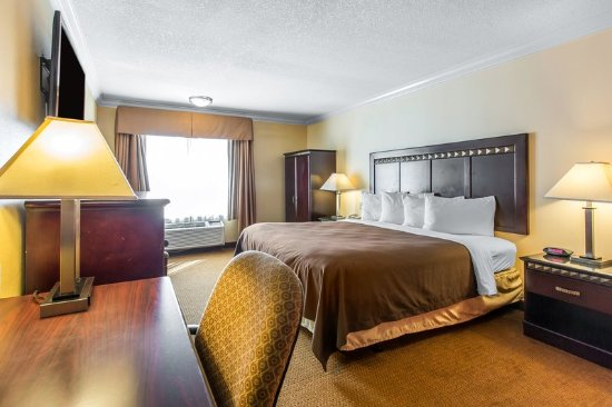 Quality Inn & Suites Bell Gardens: Guest room