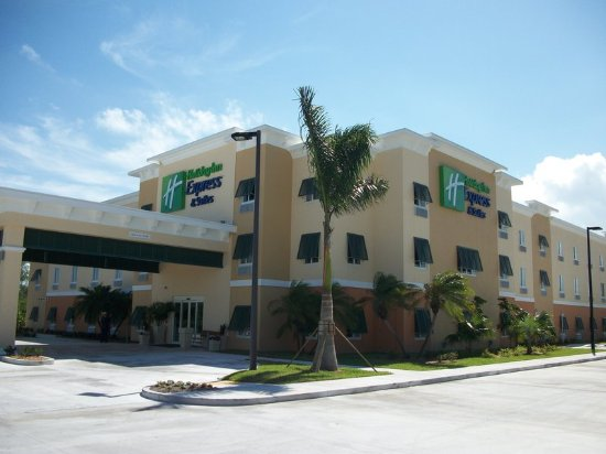 The Holiday Inn Express & Suites Marathon: Hotel Entrance