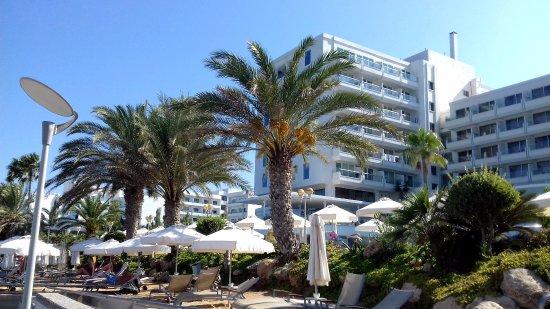 Capo Bay Hotel: Соседние отели