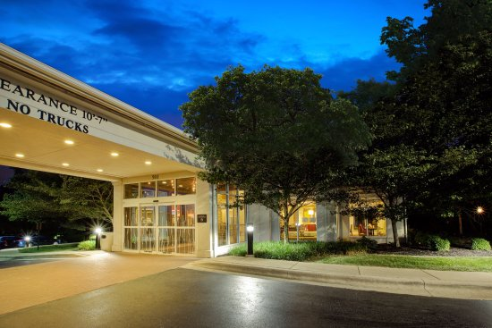 Chesterton, IN: Hotel Exterior Main Entrance