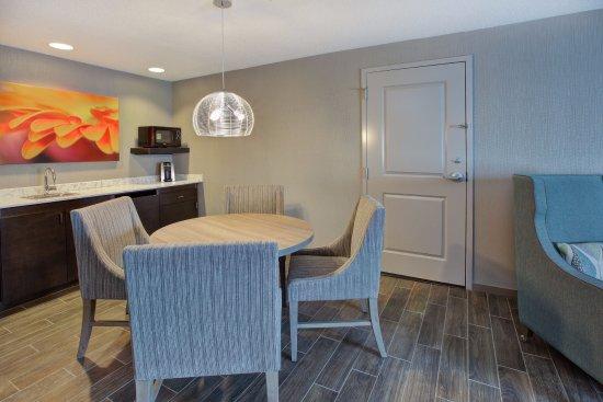 Chesterton, IN: Suite Dining Area