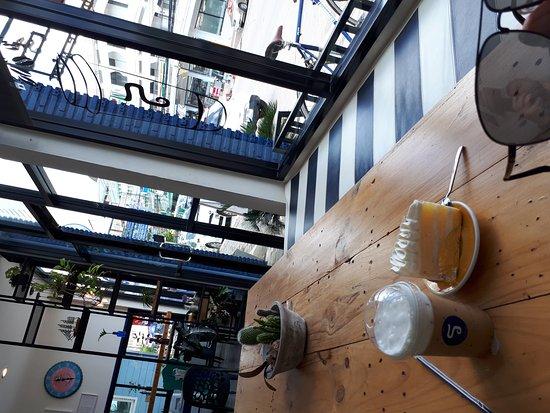 Phe, تايلاند: Cafe near market