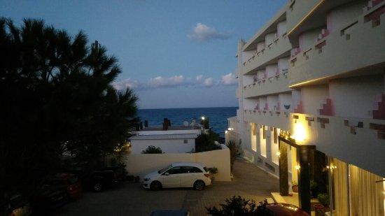 Evelyn Beach Hotel : IMG_20171012_190553_large.jpg
