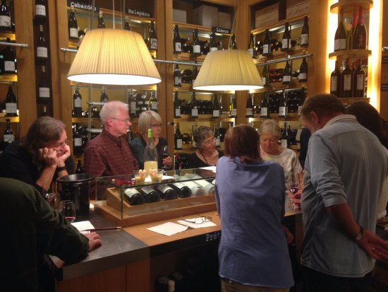 Limoux, ฝรั่งเศส: During one of their wine tastings