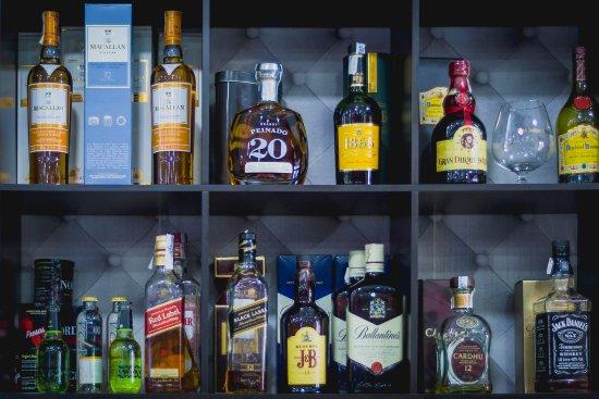 Quart de Poblet, Spagna: Bebidas alcohólicas de primeras marcas