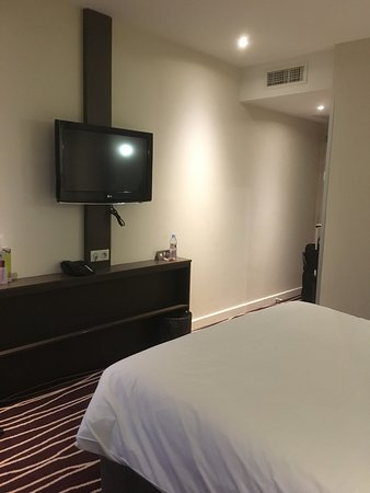 Ibis Styles Saint Julien en Genevois Vitam: Nicely decorated rooms of good size, comfortable king size bed
