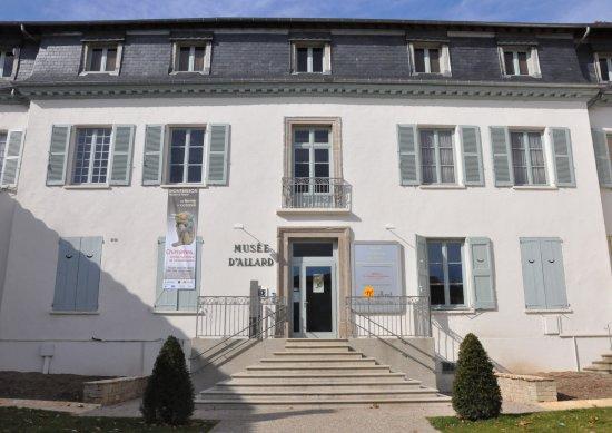 Montbrison, France: Entrée du musée d'Allard