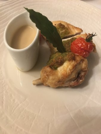 Neydens, France: Poultry main dish
