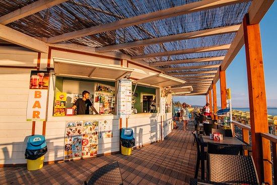 Camping Casa Di Caccia: bar direttamente sul mare