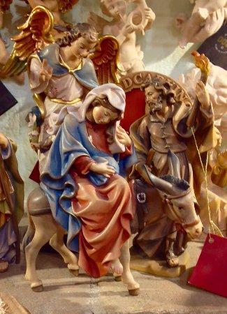 Ceramica Umbra San Giuseppe.San Giuseppe E Maria In Legno Scolpito Dipinto A Mano Picture Of Il Sole Souvenir Assisi Tripadvisor