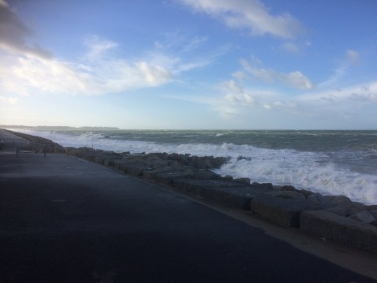 Brehal, Francja: Marée haute par vent fort