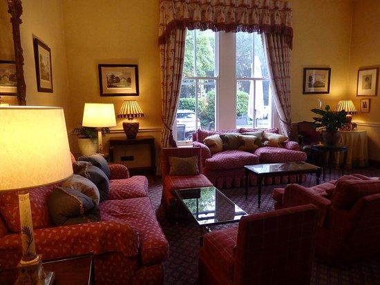 Cotswold Lodge Hotel: クラシカルなロビー