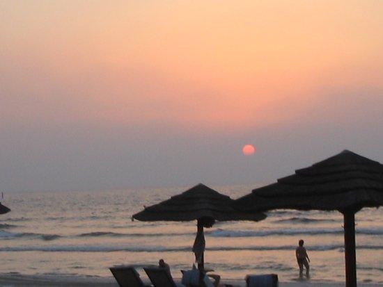 Kempinski Hotel Ajman: Sonnenuntergang am Strand