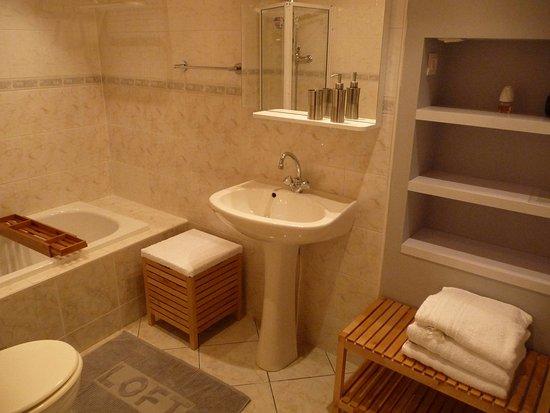 Ruch, France: Salle de bain Glycine