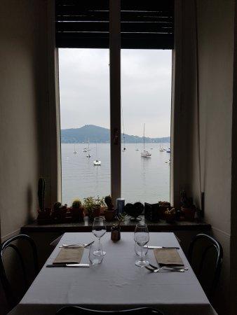 Meina, Italia: una finestra sul lago