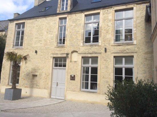 Hotel Reine Mathilde: courtyard we were located in