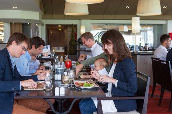 Restaurant albatros port en bessin huppain for Dejeuner entre amis