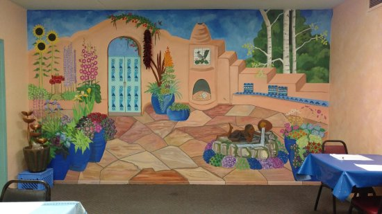 Pojoaque, Nuevo Mexico: Mural is located inside the Roadrunner Cafe