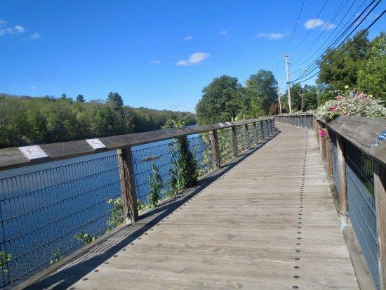 Farmington River Trail: Bike trail in Collinsville