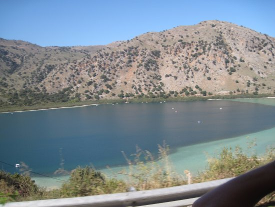 Kournas, Grèce : The lake form the road