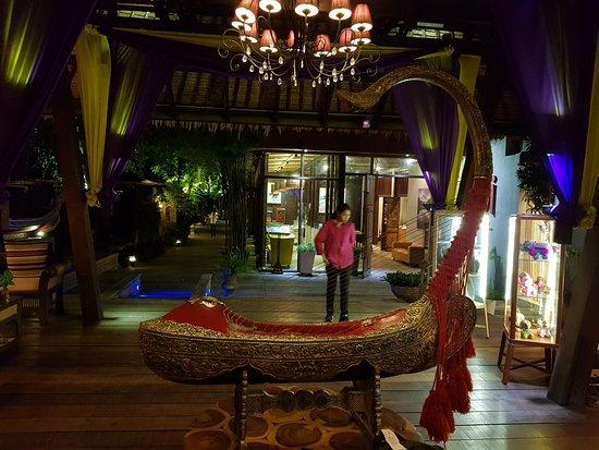 Tango Luxe Beach Villa: Resort Lobby.....