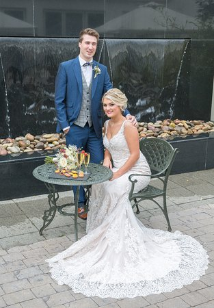 Millbrook Lodge Hotel: Bride and Groom in the Courtyard