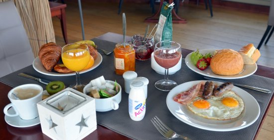 Libramont, Βέλγιο: Petit déjeuner buffet