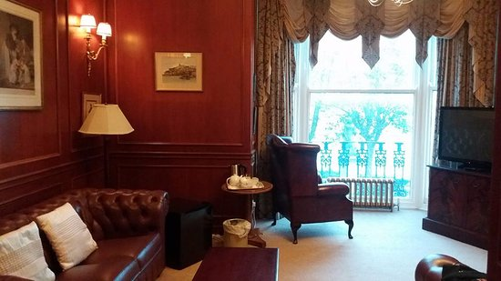 Royal Hotel Scarborough: Churchill sitting room. Step back in time............
