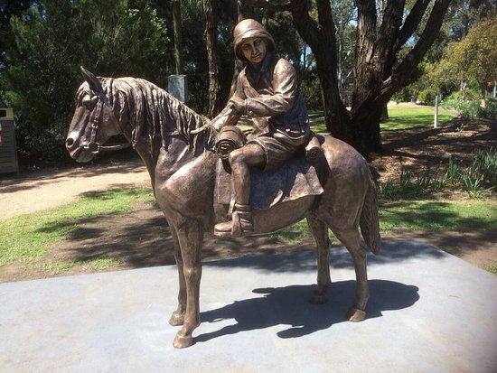 Leongatha, Australien: Lennie Gwyther Statue